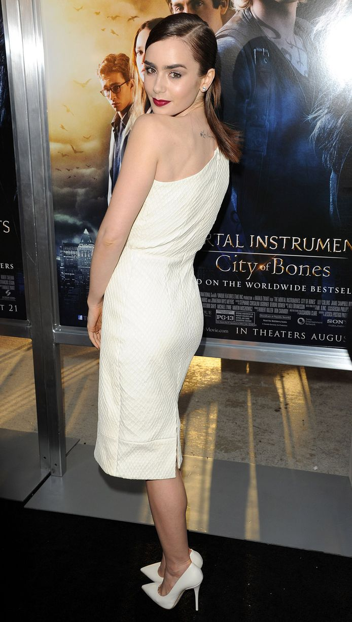 Lily-Collins-at-Mortal-Instruments-Premiere-2159503